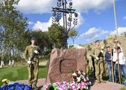 На Яворівщині освятили пам'ятний знак Героям Небесної Сотні та Героям АТО