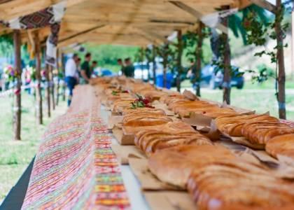 Рекорд України на найдовший і найважчий яворівський пиріг