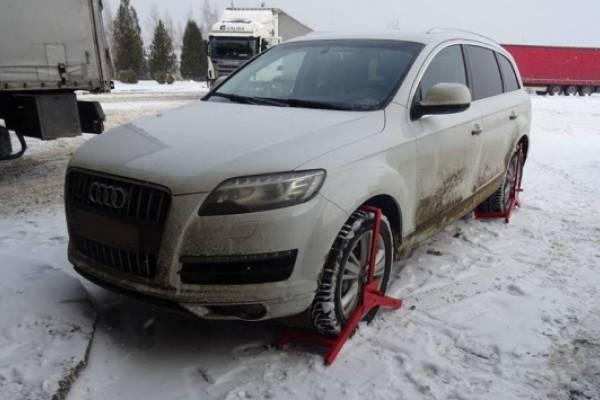 """Викрадений автомобіль виявлено у пункті пропуску """"Краковець"""""""