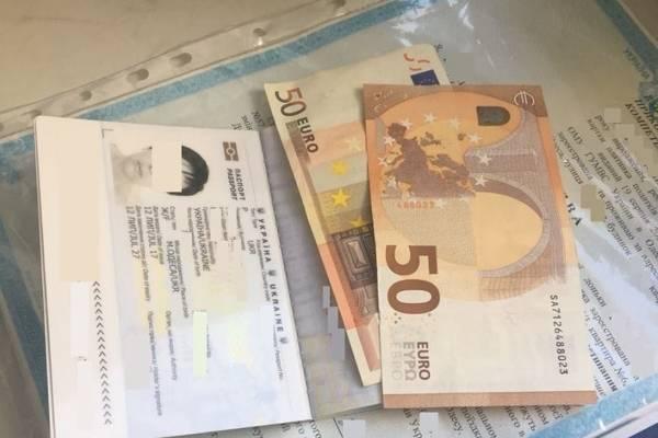 Бабуся хотіла перетнути кордон з внучкою за 100 євро хабара