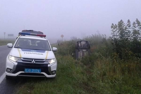На автодорозі Львів-Краковець перекинувся автомобіль