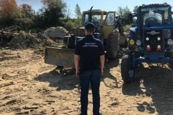 На Яворівщині правоохоронці припинили незаконний видобуток піску